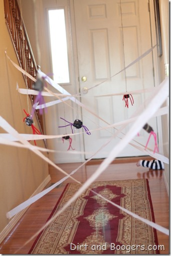 Spider Web Run:  A great halloween activity to keep get the kids moving!